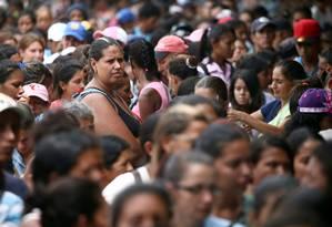 Venezuelanos fazem fila por almoço grátis em abrigo em Cúcuta, na fronteira da Colômbia com a Venezuela Foto: EDGARD GARRIDO 20-02-2019 / REUTERS