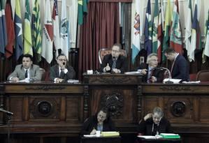 Plenário: sem Bagueira (SD), Milton Cal (PP) assumiu a presidência interina do poder legislativo niteroiense Foto: Sérgio Gomes / Câmara Municipal de Niterói