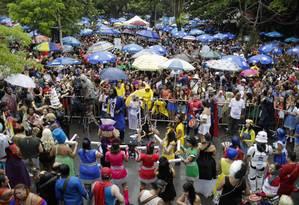 Foliões lotam os blocos nas ruas do Rio: golpes com cartões de crédito e rouba de celulares estão entre queixas frequentes Foto: GABRIEL MONTEIRO / Gabriel Monteiro