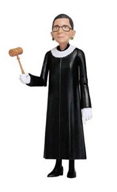 Boneca da juíza também à venda na Amazon Foto: Reprodução Amazon