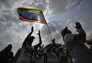 Presentes em show organizado na fronteira da Colômbia com Venezuela Foto: LUIS ROBAYO / AFP