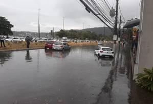 """""""Rio"""". A Avenida Silvio Picanço, em frente ao Da Carmine Charitas, que foi fechado Foto: Divulgação"""