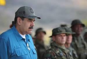 Maduro já havia bloqueado, há uma semana, uma das quatro pontes que ligam a Venezuela à região da cidade colombiana de Cúcuta, onde está armazenada a ajuda Foto: MARCELO GARCIA / AFP