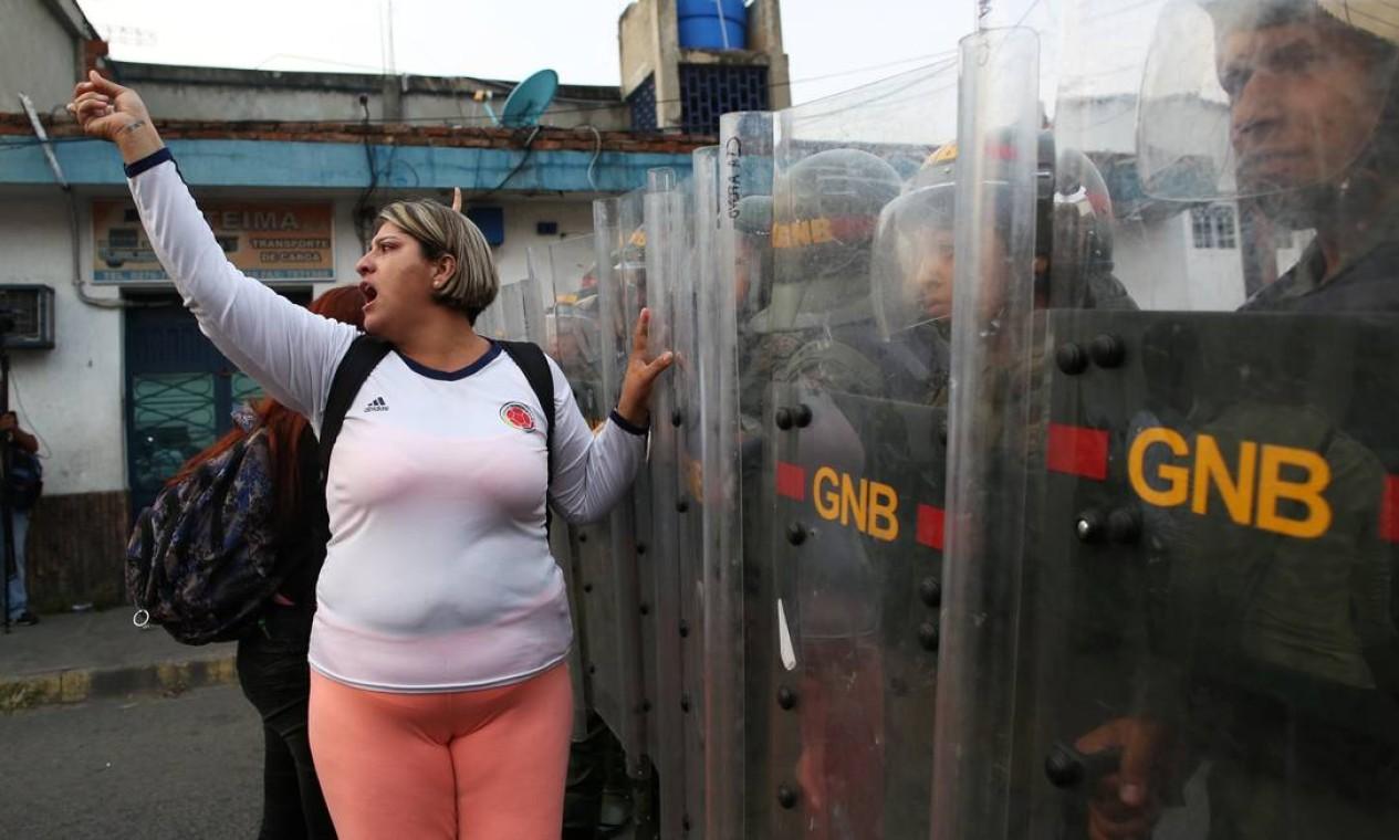 Governo de Maduro fecho a fronteira com a Colômbia no fim da noite de sexta-feira Foto: ANDRES MARTINEZ CASARES / REUTERS