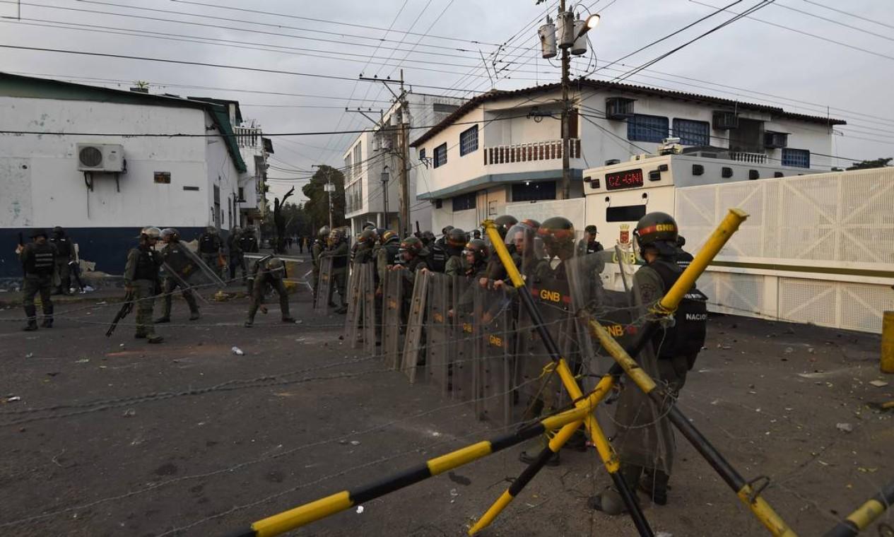 Membros da Guarda Nacional bloqueiam fronteira Foto: JUAN BARRETO / AFP
