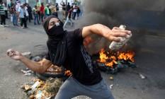 Manifestantes entram em choque com militares em Ureña, na Venezuela Foto: ANDRES MARTINEZ CASARES / REUTERS