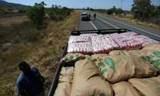 Um dos caminhões que tentarão levar ajuda via fronteira brasileira Foto: BRUNO KELLY / REUTERS