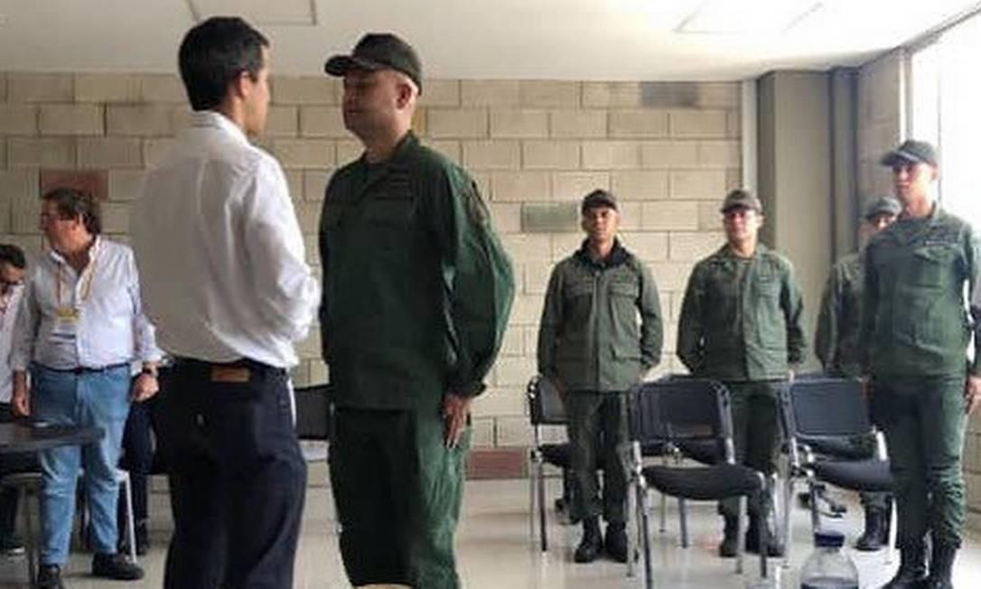 Militares venezuelanos que desertaram se encontram com Guaidó em Cúcuta, Colômbia Foto: Reprodução do Twitter