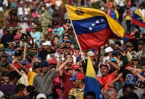 Manifestantes vibram em concerto pró-Maduro no lado venezuelano da ponte Tienditas, na fronteira com a Colômbia Foto: JUAN BARRETO 22-02-2019 / AFP