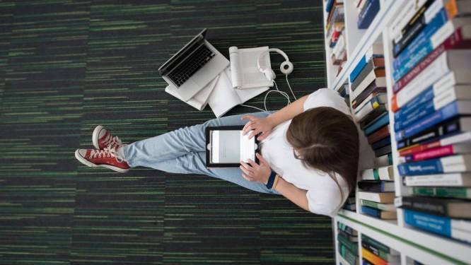 """""""Não adianta você dar notebooks e tablets para os alunos sem pensar em formas eficazes de usá-los"""", afirma o colunista Antônio Gois Foto: SHUTTERSTOCK/DOTSHOCK"""