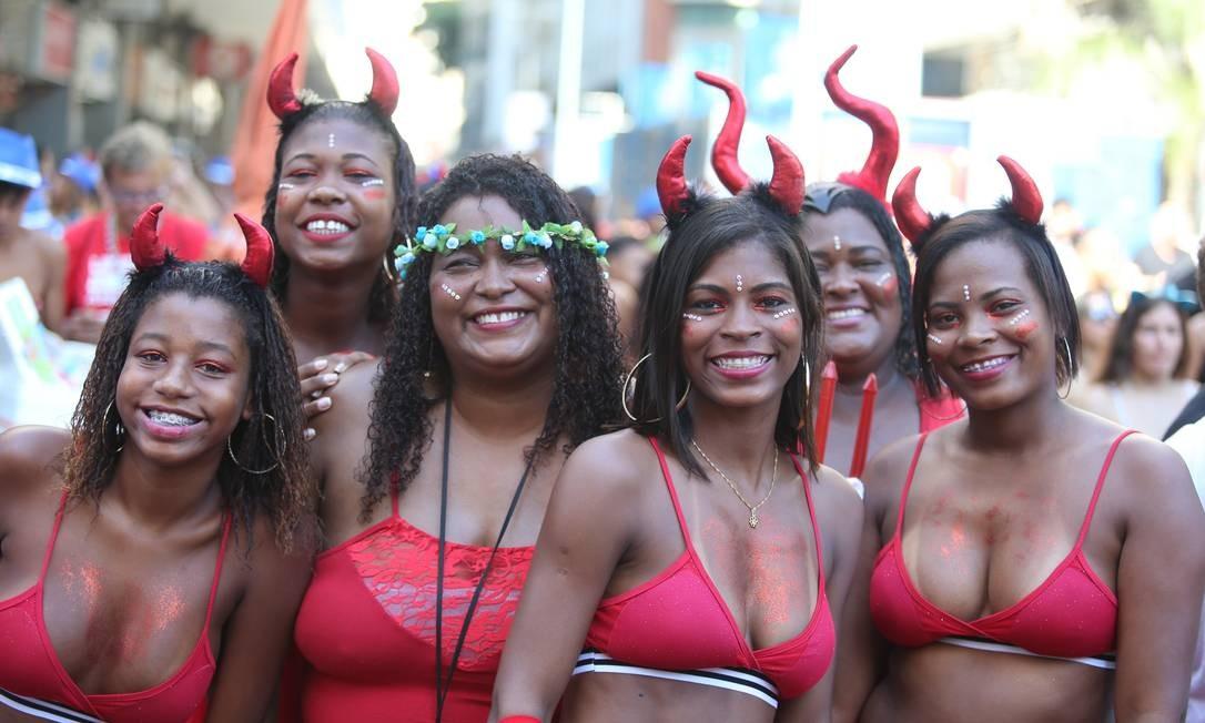 As diabinhas garantem que serão econômicas nas maldades Foto: Fabiano rocha / Agência O Globo