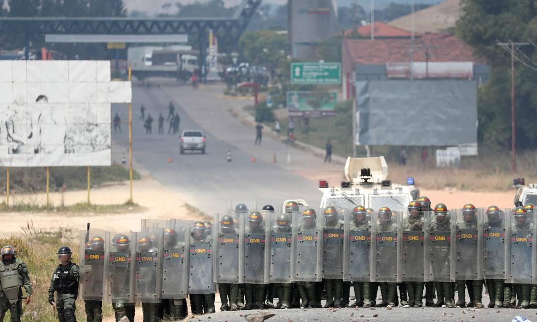 Homens da Guarda Nacional da Venezuela atuam na fronteira com o Brasil Foto: RICARDO MORAES / REUTERS