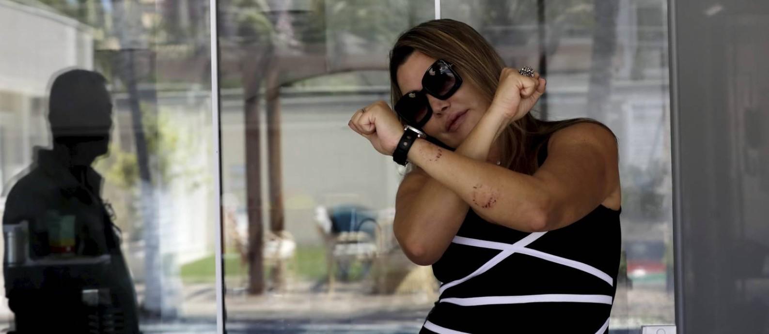 Elaine Caparroz, paisagista que foi espancada por Vinicius Batista Serra durante quatro horas em seu apartamento na Barra, acredita ter sido dopada Foto: Custódio Coimbra / Agência O Globo