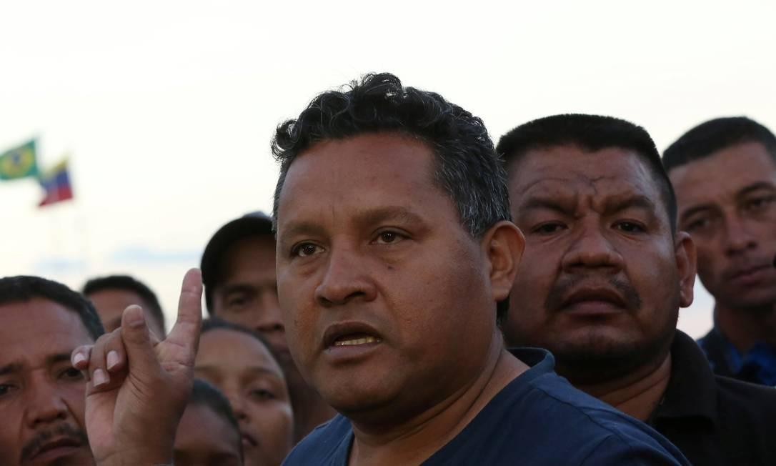 O prefeito de Gran Sabana, Emilio González, conversa com jornalistas após fugir da Venezuela Foto: BRUNO KELLY / REUTERS