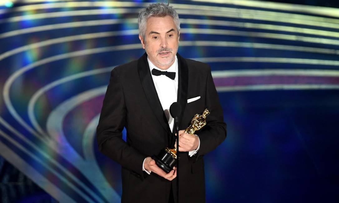 Alfonso Cuarón recebendo o Oscar de Melhor Diretor pelo filme Roma