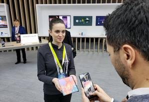 A Huawei lançou o Mate X, smartphone dobrável que chega a oito polegadas. O celular conta ainda com sistema de carregamento rápido Foto: Bruno Rosa