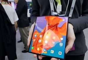 O Mate X, o dobrável da chinesa Huawei. O aparelho tem conexão para tecnologia 5G Foto: Bruno Rosa