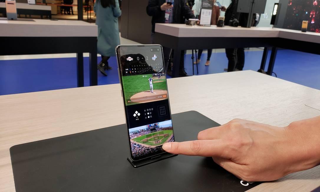 A Samsung apresentou pela primeira vez ao público o seu S10, lançado uma semana antes do MWC, que tem armazenamento interno de 1 terabyte. Hoje, os celulares mais potentes têm metade disso Foto: Bruno Rosa
