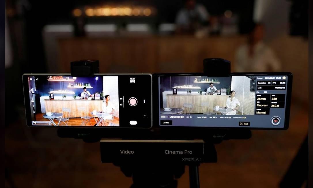 O Xperia 1, da Sony, tem tela HDR OLED, que usa a tecnologia da TV Bravia. O aparelho também tem a capacidade de tirar fotos e gravar vídeos 4K, que atende às demandas tecnológicas de cineastas profissionais, tanto em imagem e som Foto: Reuters