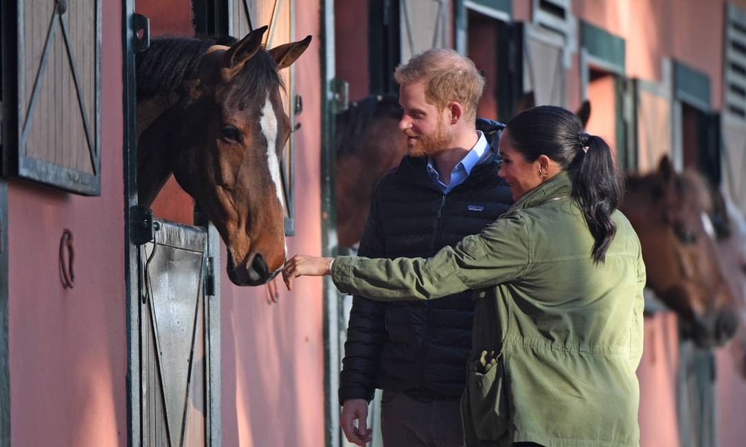 Príncipe Harry e sua esposa, Meghan, visitam a Federação Real de Esportes Equestres em Rabat, no Marrocos Foto: FADEL SENNA / AFP