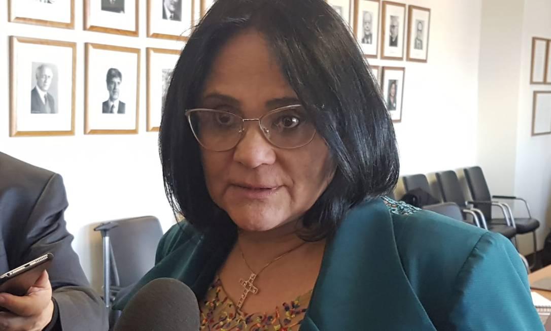 Ministra Damares Alves em entrevista a jornalistas depois de discursar na Comissão de Direitos Humanos da ONU, nesta segunda-feira, dia 25 de fevereiro Foto: Valéria Maniero