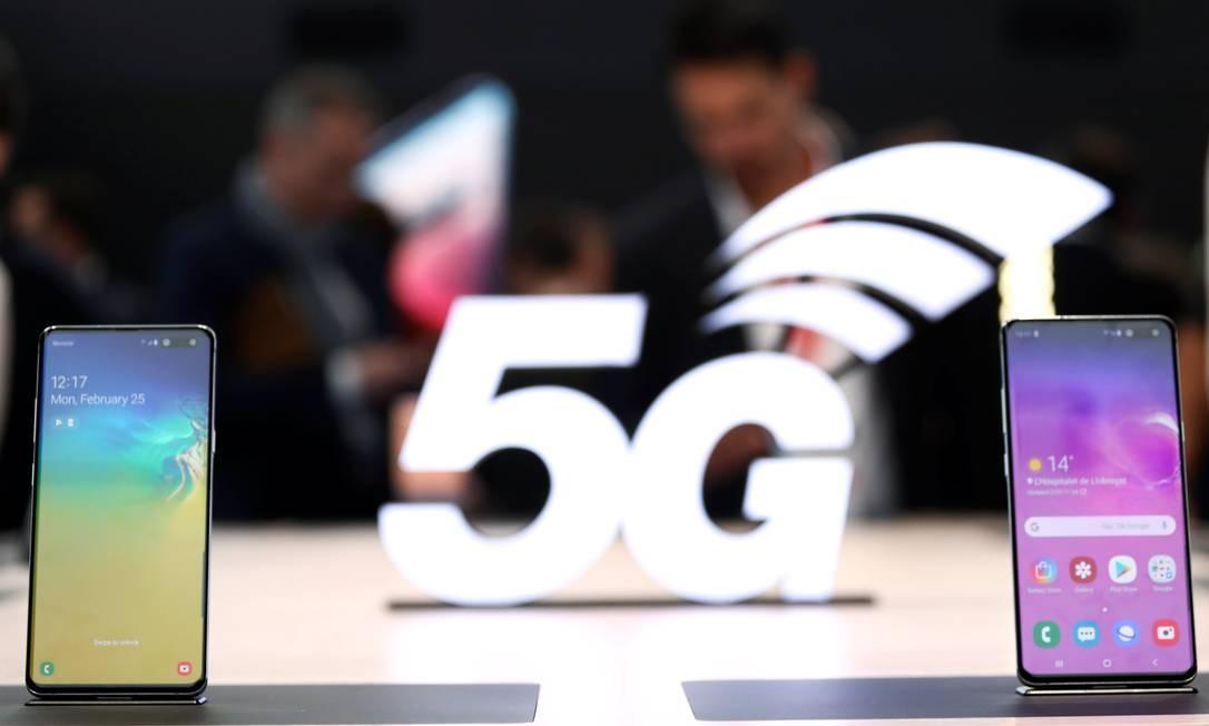 Os dispositivos Samsung S10 5G. Um dos principais focos dos fabricantes é a introdução das redes sem fio 5G Foto: SERGIO PEREZ / REUTERS