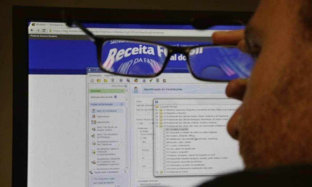 A cada ano é importante guardar o número do recibo, pois com ele o contribuinte pode fazer uma declaração retificadora Foto: Marcelo Carnaval / O Globo