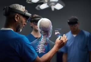 O HoloLens 2 pode ser aplicado na área médica Foto: Microsoft