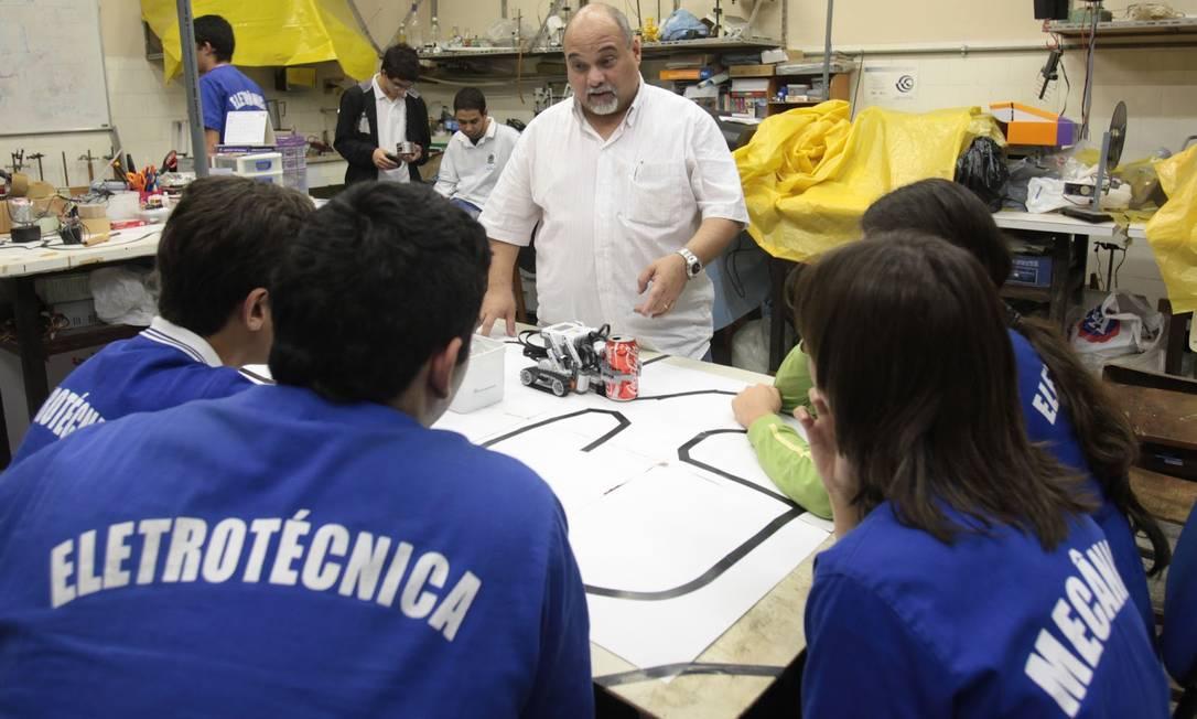 Descompasso entre ensino médio técnico e mercado de trabalho faz com que apenas 25% dos alunos ocupem vagas ligadas a suas formações Foto: Divulgação
