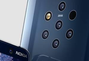 O Nokia 9 Pureview tem cinco câmeras traseiras com 12 megapixels cada Foto: Divulgação