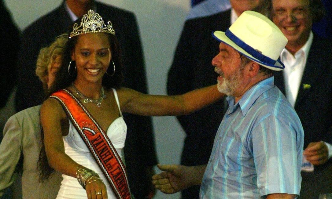 Em 2004, o então presidente, Lula, participa de um show na quadra da Portela Foto: Silvia Izquierdo / Agência O Globo