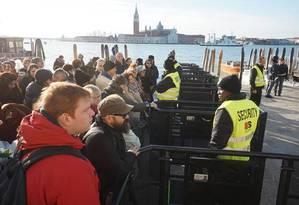 Controles de acesso à região da Praça San Marco, em Veneza Foto: ANSA/ANDREA MEROLA