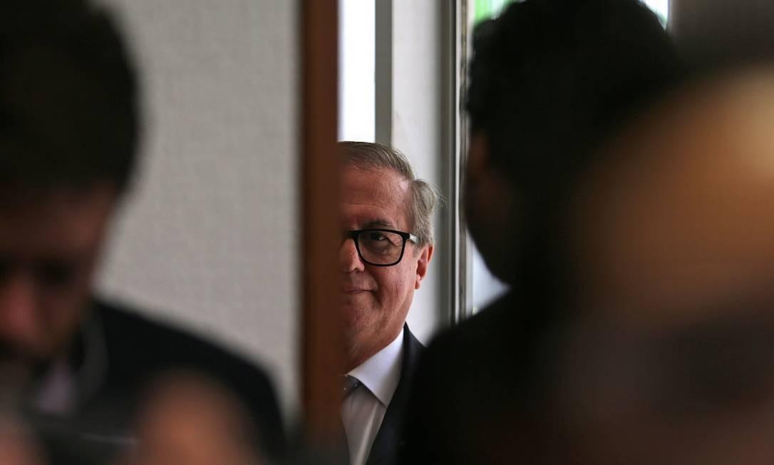 Disputa de poder no MEC provocou a exoneração de seis servidores da pasta nesta segunda-feira; demissões foram publicadas após reunião do presidente Jair Bolsonaro com o ministro Ricardo Vélez Foto: Jorge William / Agência O Globo