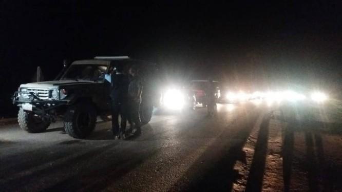 Veículos trazem brasileiros de volta a Pacaraima: eles haviam ficado retidos na Venezuela depois do fechamento da fronteira Foto: Patrik Camporez