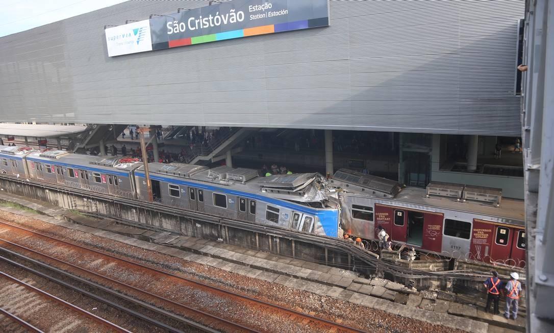 As duas composições pertencem ao ramal de Deodoro, que liga as zonas Sul e Norte da cidade Foto: Fabiano Rocha / Agência O Globo