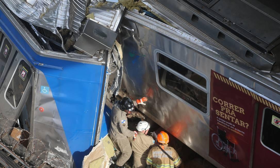 Em nota, a concessionária informou que o acidente foi por volta das 6h30 e que uma sindicância investigará o que causou o acidente Foto: Fabiano Rocha / Agência O Globo