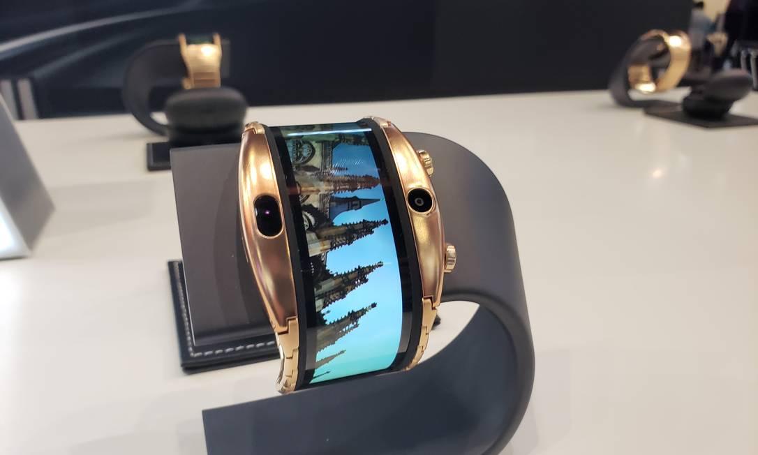 Modelo de 'relógio interligente' da marca chinesa Nubia Foto: Bruno Rosa