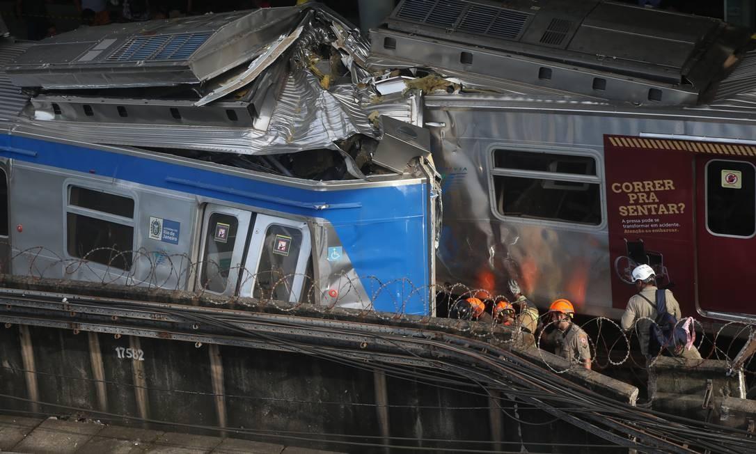 O acidente foi entre uma composição do ramal de Deodoro e outra de serviço, informou a SuperVia Foto: Fabiano Rocha / Fabiano Rocha