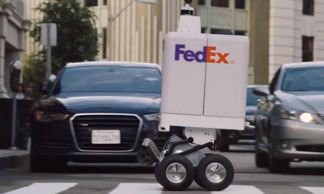 Com rodas articuladas, o FedEx SameDay Bot foi desenvolvido para superar obstáculos Foto: FedEx