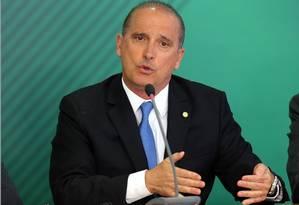O ministro-chefe da Casa Civil, Onix Lorenzoni, explica as medidas tomadas pelo governo Foto: Jorge William - Agência O Globo