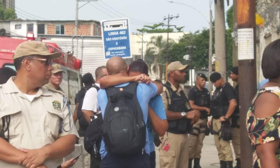 Familiares lamentam morte de condutor da Supervia envolvido em acidente de trem em São Cristóvão Foto: Gisele Ouchana
