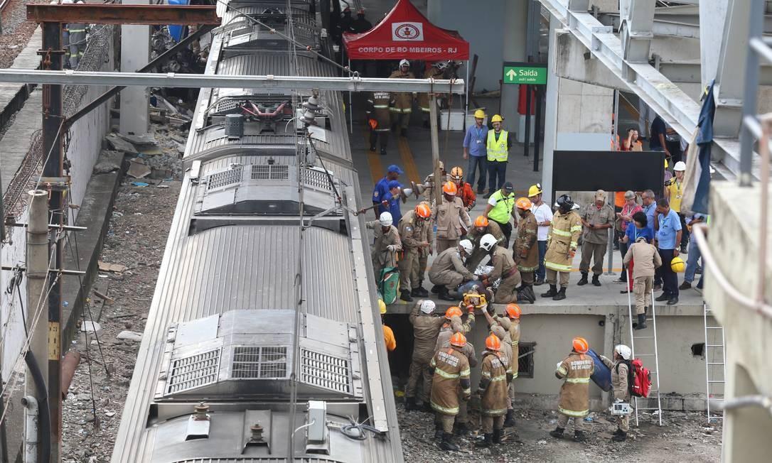 Dois trens colidiram na Estação de São Cristóvão, na Zona Norte do Rio, na manhã desta quarta-feira. Foto: Fabiano Rocha / Fabiano Rocha