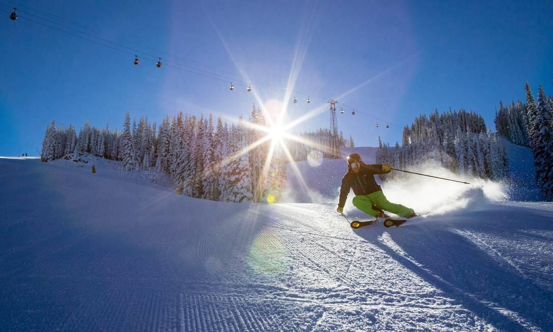 Já os esquiadores mais experientes se concentram nas pistas das montanhas Ajax e Highlands Foto: Jeremy Swanson / Divulgação