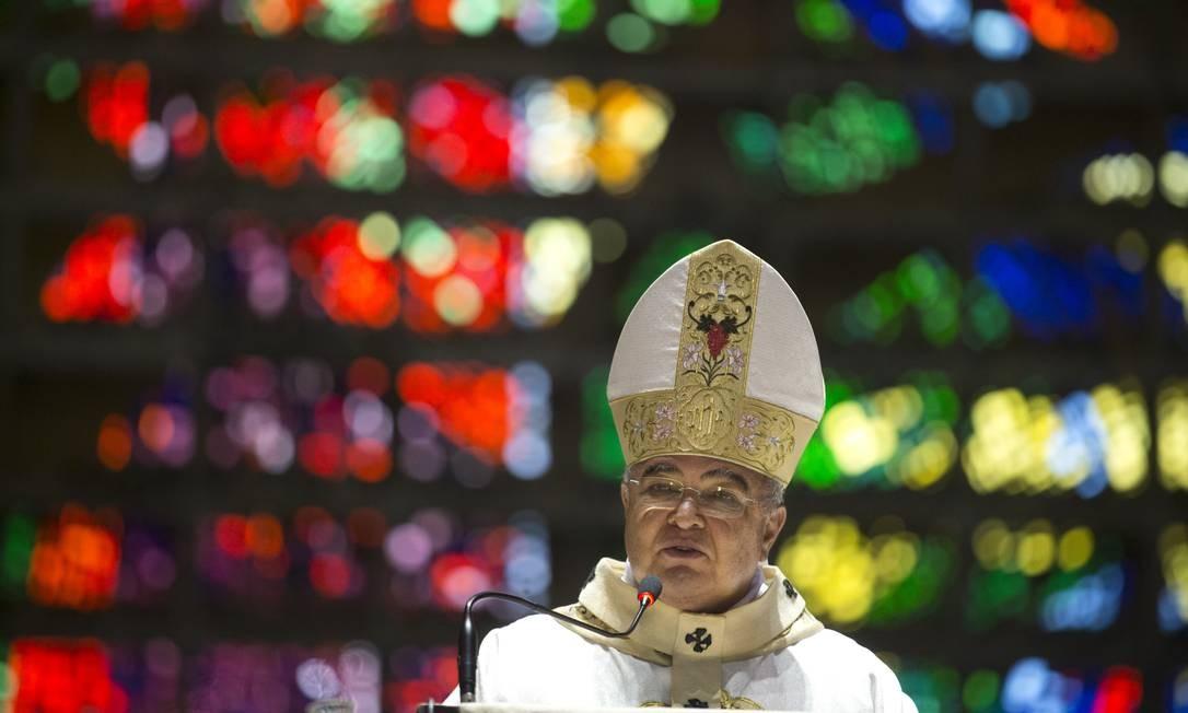 O arcebispo Dom Orani celebra a missa de natal na Catedral do Rio de Janeiro Foto: Márcia Foletto / Agência O Globo