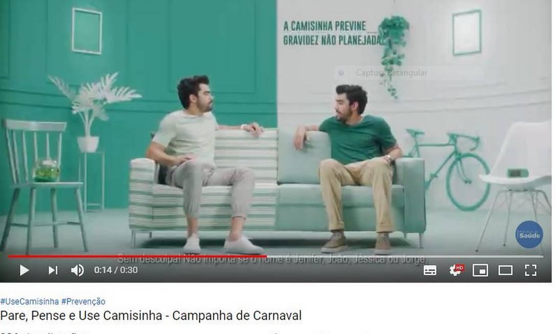 Cena da campanha do Ministério da Saúde para o carnaval de 2019, estrelada pelo cantor Gabriel Diniz Foto: Reprodução