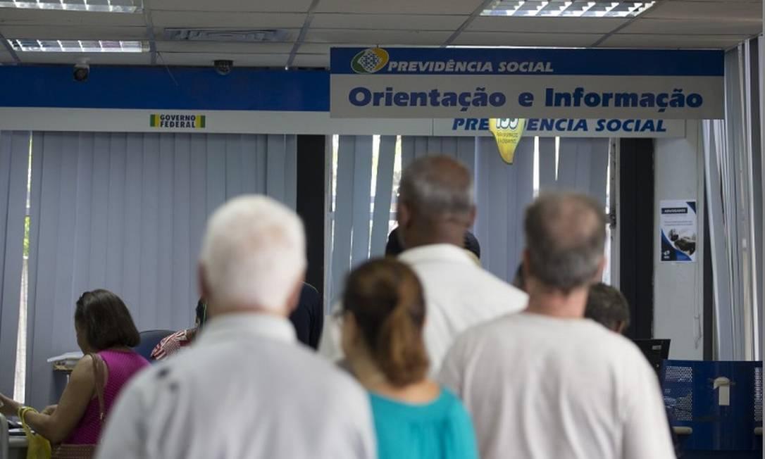 Quem também receber aposentadoria estará sujeito a um escalonamento Foto: Márcia Foletto - Agência O Globo