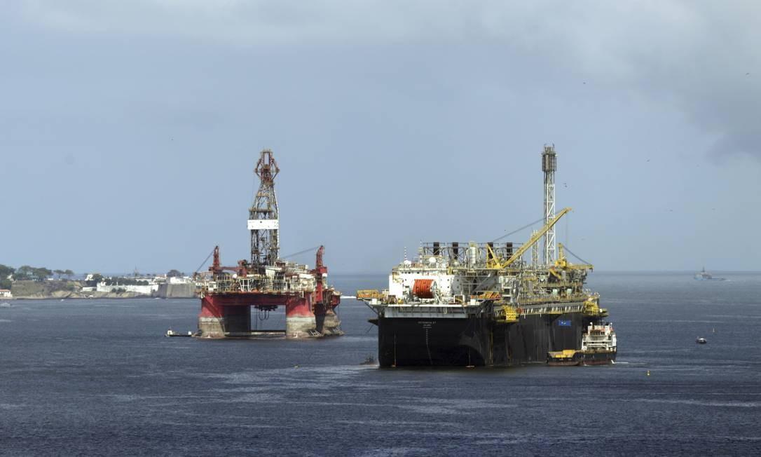 Plataforma de petróleo, no Rio Foto: Gabriel de Paiva / Agência O Globo
