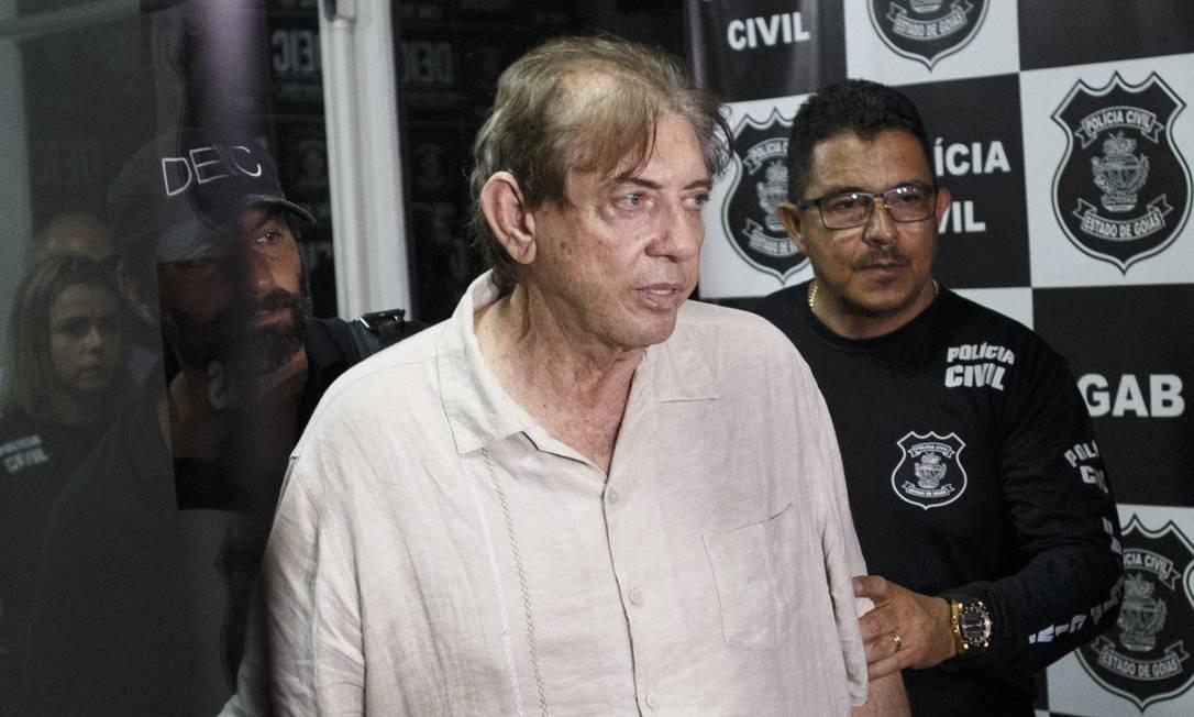 João Teixeira de Faria, conhecido como João de Deus, levado para prestar depoimento Foto: Daniel Marenco / Agência O Globo/16-10-2018