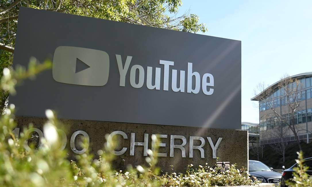 O YouTube anunciou uma série de medidas para conter a pedofilia na plataforma Foto: JOSH EDELSON / AFP