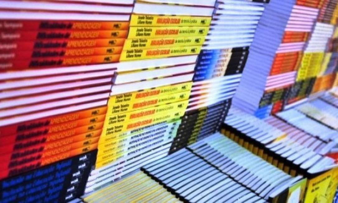 Livros didáticos com entrega atrasada Foto: Reprodução / Internet